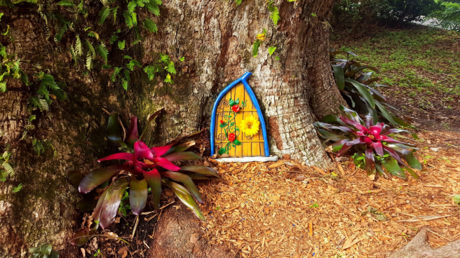 os-et-s2-enchanted-fairy-doors-leu-gardens-20180724.png